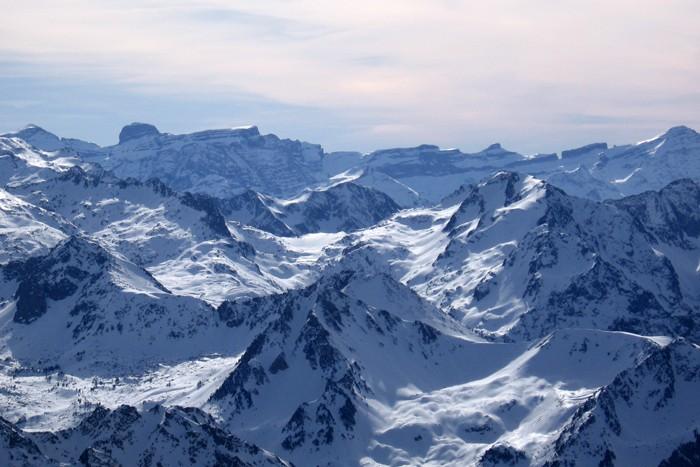 Vue sur le cirque de Gavarnie depuis le Pic du Midi de Bigorre
