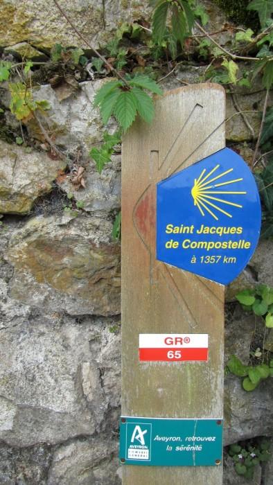 Le GR 65 de Saint Jacques de Compostelle, passant par le village d'Estaing