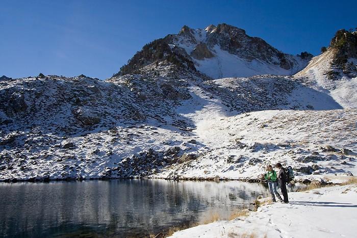Montée en raquettes à neige au lac dets Coubous