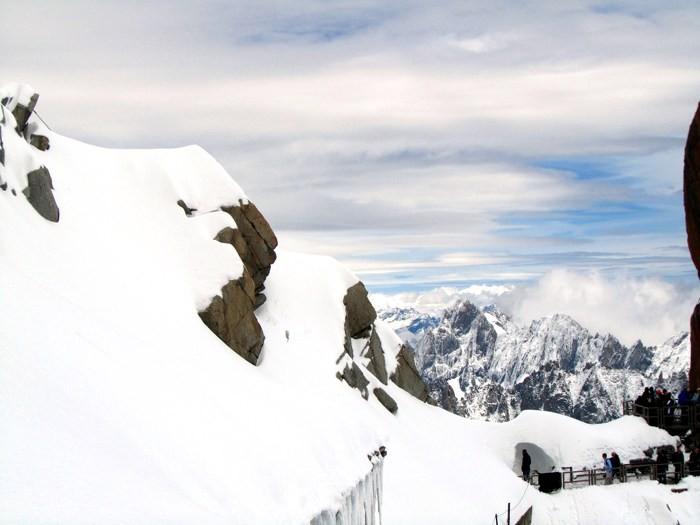 Depuis l'Aiguille du Midi sur le tunnel de neige