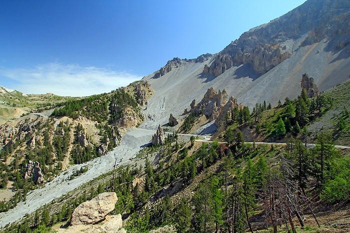 Route qui monte au col de l'Izoard