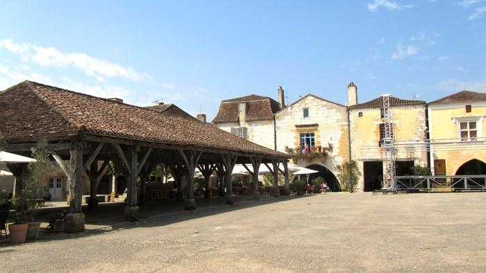 Monpazier, place des Cornières