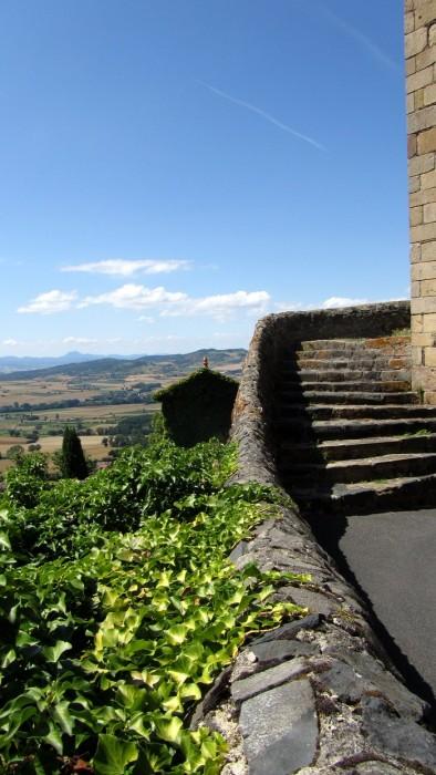 Usson et le Puy de Dôme au loin