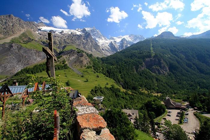 Vue sur le massif de La Meije depuis La Grave