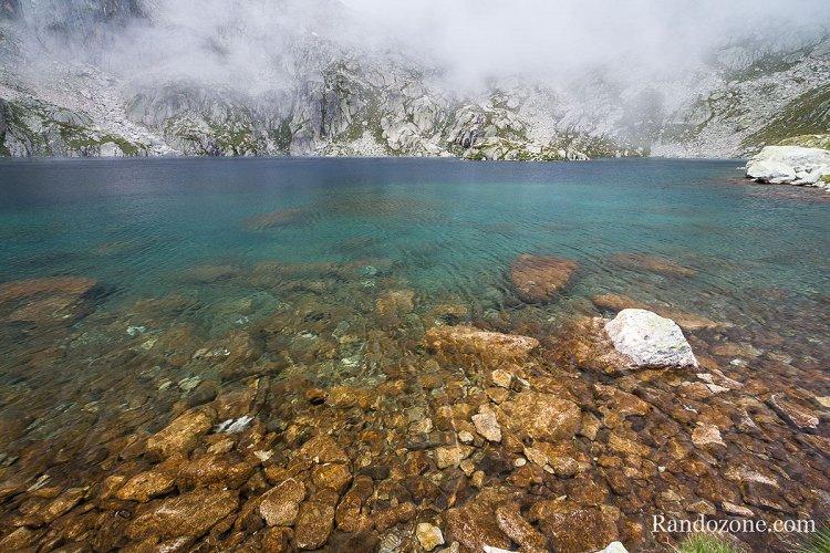 Le brouillard menace au dessus du lac
