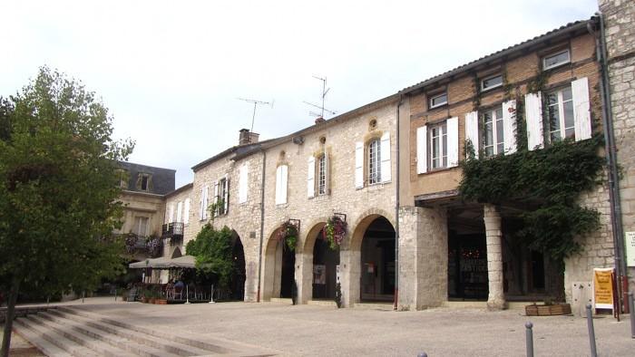 Monflanquin village du Lot et Garonne, place Foch