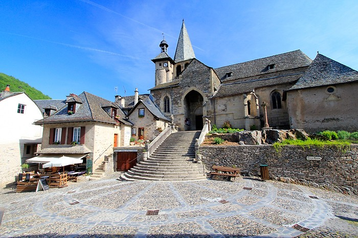 Eglise d'Estaing au petit matin