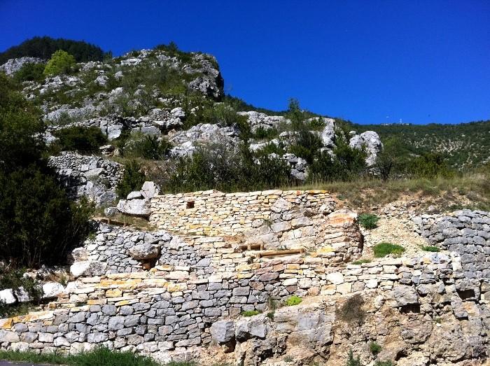 Départ du chemin de l'Ermitage au dessus de Sainte Enimie