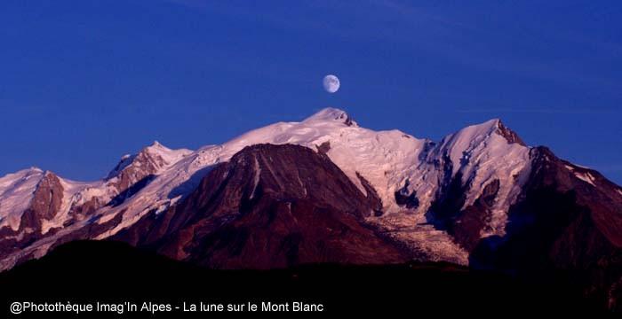 La lune sur le Mont Blanc
