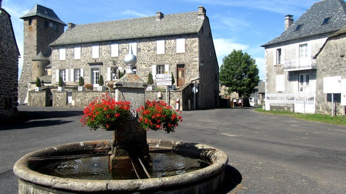 Alpuech et sa place du village