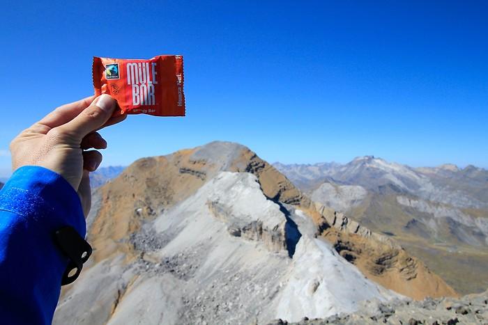 Mulebar devant le Taillon, au sommet du Casque du Marboré, dans les Pyrénées