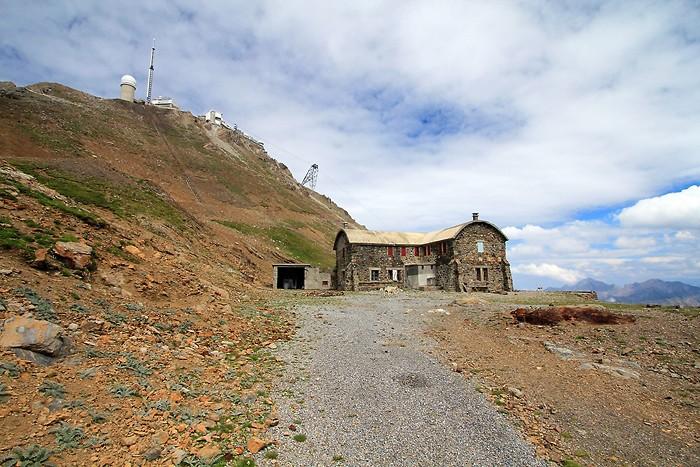 Ancien refuge sous le pic du Midi de Bigorre