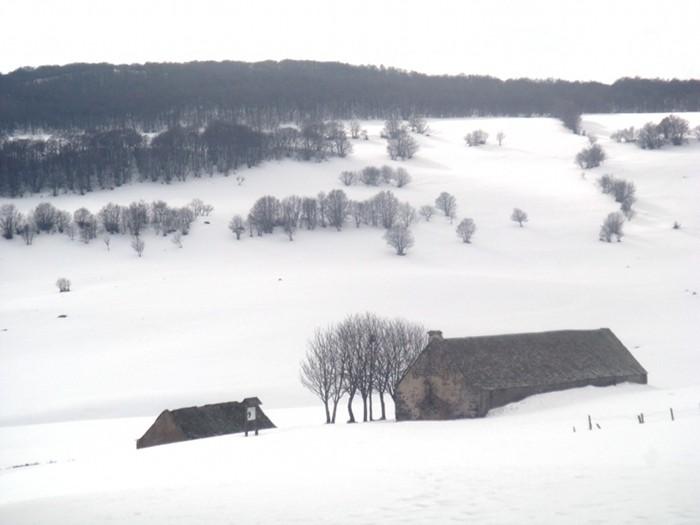 Un buron sous la neige d'Aubrac