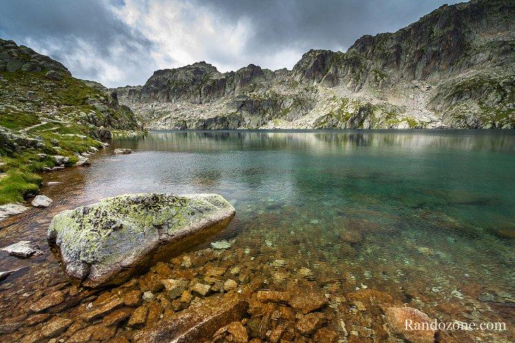 Les eaux vertes du lac du Pourtet