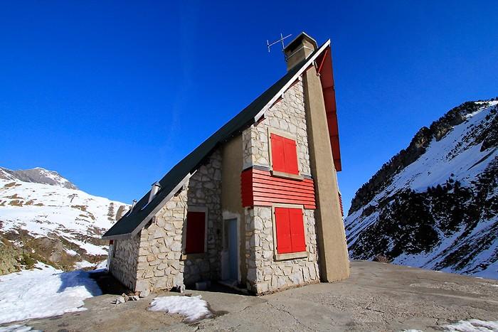 Facade du refuge d'Ilhéou dans les Pyrénées