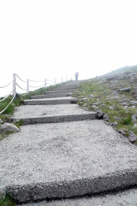 Le Puy Mary se trouve dans le brouillard