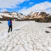 Marche dans la neige sur le Laugavegur