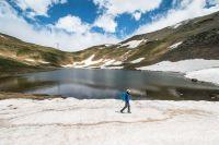Encore un peu de neige le long du lac