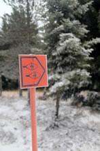 Sentier balisé de raquettes à neige