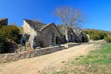 Le village de caves d'Entre Deux Monts dans la Vallée du Tarn