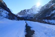 Randonnée dans la neige vers Héas