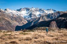 Plateau de Saugué et sommets enneigés