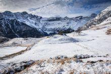 Cirque de Gavarnie et plateau de Saugu� sous la neige