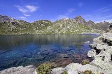 Lac et refuge de la Glère dans les Pyrénées