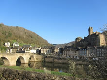 Randonn�e � Estaing: class� parmi les plus beaux villages de France