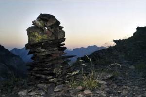 Cairn sur le col de Boucharo, Août 2000