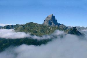 Pic du Midi d'Ossau depuis la station de départ du train d'Artouste