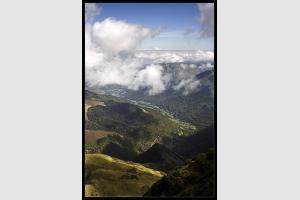 Vue sur la vallée depuis les crêtes du Montaigu