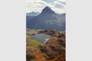 Pic du Midi d'Ossau et le berger du lac Gentau