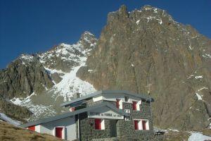 Passage au refuge de Pombie (2031 mètres)