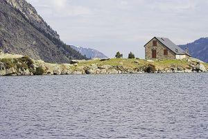 Refuge et lac d'Estom