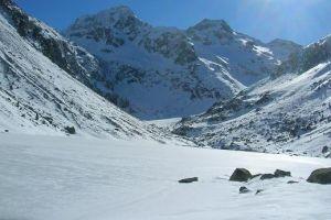 Lac d'Estom sous la neige