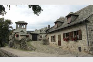 Randonnée en Aveyron : le village de Bez Bédène
