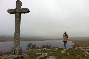 Lac de Saint Andéol et sa croix, Aubrac, Lozère