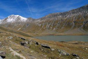 Le lac du Goléon, et les sommets enneigés, Alpes