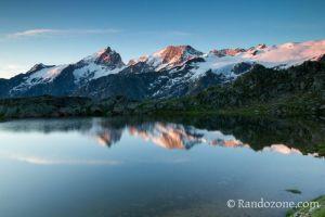 Lac Lérié et premiers rayons du soleil