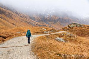 Début de la randonnée sous la pluie