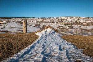 Menhir et neige dans les Cévennes