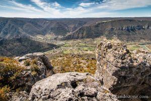 Vue sur les les villages du Rozier et de Peyreleau