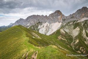 Sur la crête dans le Tirol