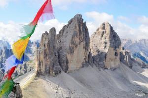 4 jours de trek en autonomie à travers les paysages escarpés des Dolomites