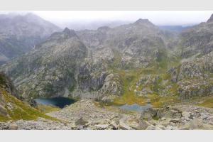 Lacs de l'Embarrat depuis la montée aux aiguilles de Castet Abarca