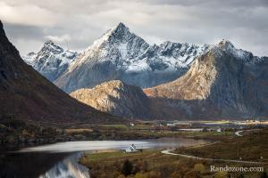 Montagnes dans les Lofoten