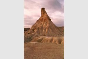 Le Castil au coucher du soleil dans le désert des Bardenas