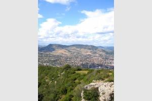 Millau vu depuis l'aire de Vision de Brunas