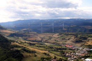 Viaduc de Millau depuis l'aire de vision de Brunas